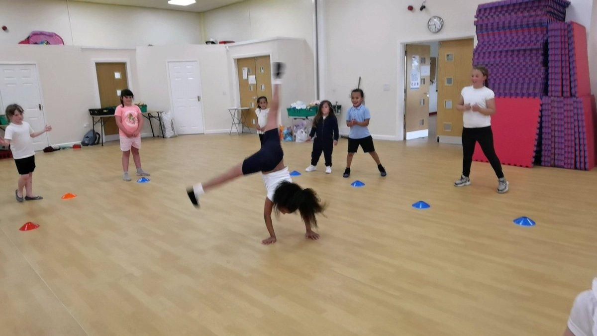 RT @JUMPDance2021: What an amazing session last night at Cafe West, Allerton! 💖   Thank you to everyone who came.  @Sport_England @JoinUsMovePlay @Active_Bradford @bradfordmdc