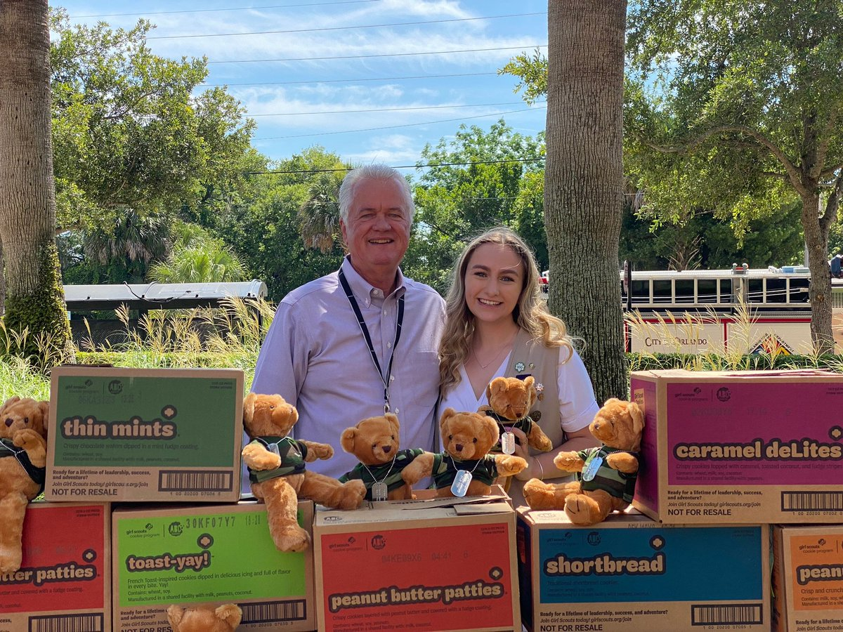To honor her veteran grandfather who passed away from a glioblastoma, Anne, a local girl scout, made it her Gold Award project to help those with brain tumors. Thanks,@GirlScoutsCC for donating Cookies for a Cure and Army Teddy Bears to our Pediatric Brain Tumor Program patients! https://t.co/oG5sLNFXtD