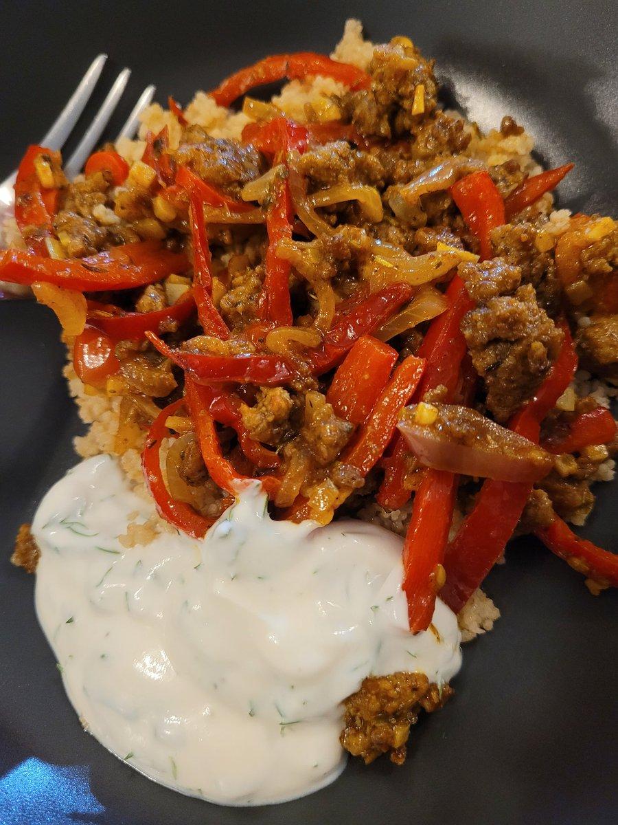 Ensimmäinen kuva ja ensimmäinen twiitti uudella luurilla! 😁 Ja ruokakin oli ihan hyvää! 😋 Marokkolainen jauhelihapaistos, couscousia & yrttijogurttia. #ruokaboksi #ruokatwiitti https://t.co/YJ5mihuUON