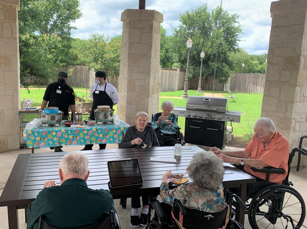 The heat has officially arrived here in south Texas! Thank you to our dining team for helping residents stay cool with an ice cream social! 🍦☀️😋  #icecreamsocial #seniorliving #seniorcare #eldercare #continuingcare #agingservices #skillednursing #latxstrong https://t.co/5ndOqiHhsn