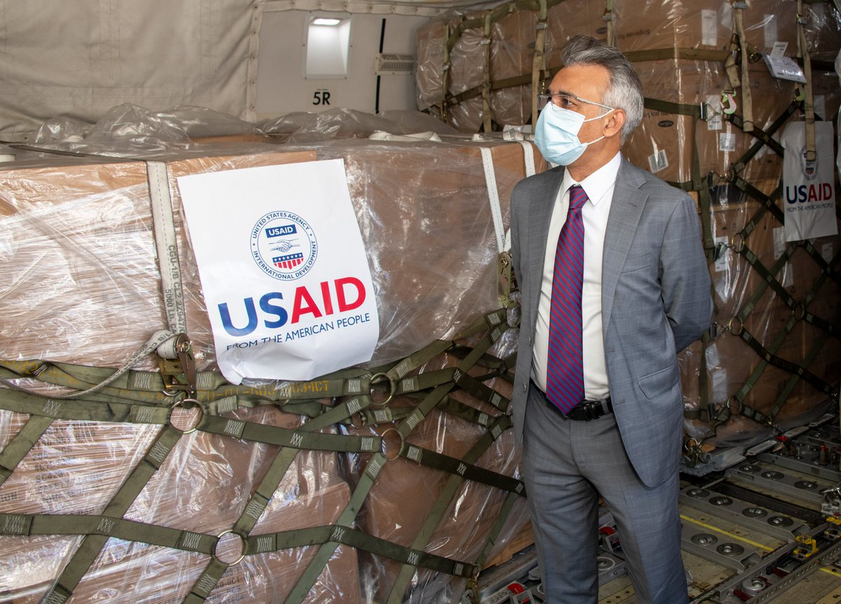 Another proud day supporting our partners in the fight against #COVID19. Team Travis hosted Mr. Muhammad, Consul General to #Bangladesh, to view 30+ addt'l pallets of @USAID supplies bound for Bangladesh. @DeptofDefense @StateDept @usairforce @US_TRANSCOM @AirMobilityCmd https://t.co/T4XiwEBQFc
