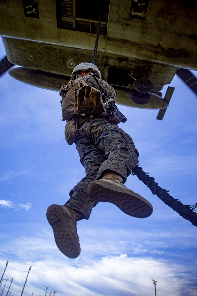 US Marines with Maritime Raid Force fast rope off a CH-53E Super Stallion and UH-1Y Venom Helicopter.   (U.S. Marine Corps photo by Cpl. Karis Mattingly) https://t.co/1QYOiUi41U