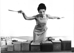 Happy birthday Lucia Dlugoszewski 1925-2000, Polish-American composer, poet, choreographer, performer, and inventor. She created over a hundred musical instruments. Space is a Diamond https://t.co/DsCDSDizgE #salon #womensstories #womeninmusic #BOTD #womencomposers #musichistory https://t.co/O90rwVimPt