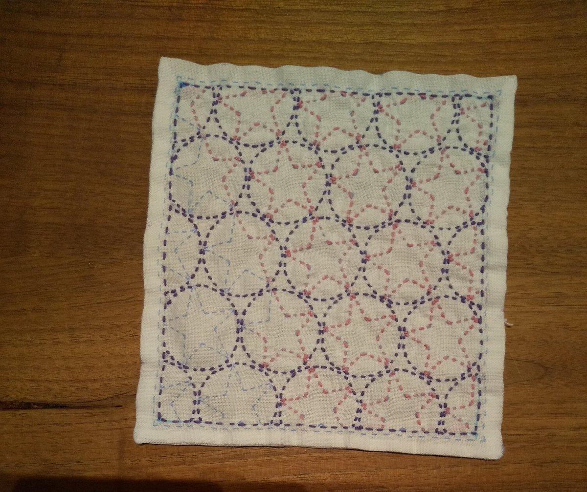 test ツイッターメディア - #刺し子 #セリア セリアのキットで刺し子してます。7作目途中 朝顔です。今までセリアの刺し子糸で刺していたんですが、紫の糸はユザワヤで入手しました。セリアの糸の方が太いですね。紫の糸は2.5m位、ピンクの糸は2m使ったところです。かわいい感じに仕上がりそうで楽しみです。 https://t.co/dE6uOvnlJK