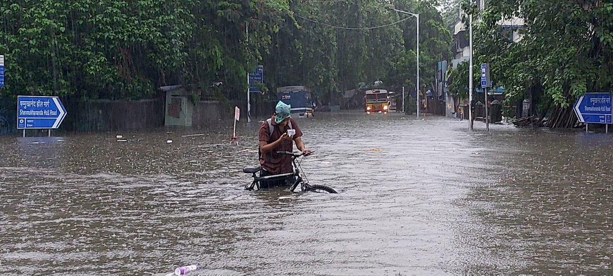 Работа предприятия Apple приостановлена из-за наводнения в КНР