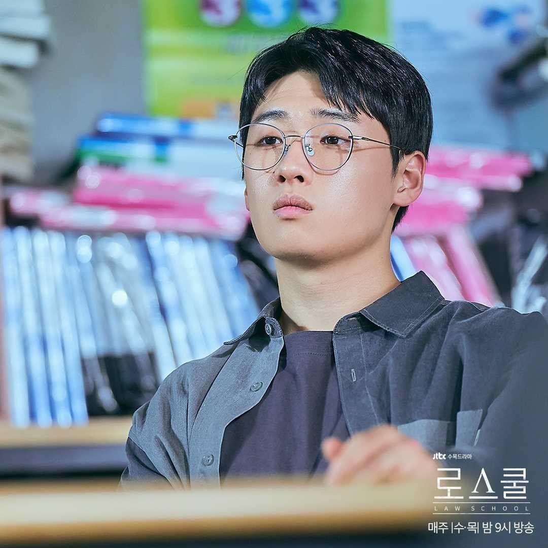 RT @infodrakor_id: Still cut drama JTBC #LawSchool: #LeeDavid #LeeKangJi #KimMinSeok #Hyunwoo 😍 https://t.co/c6iD81PJv6