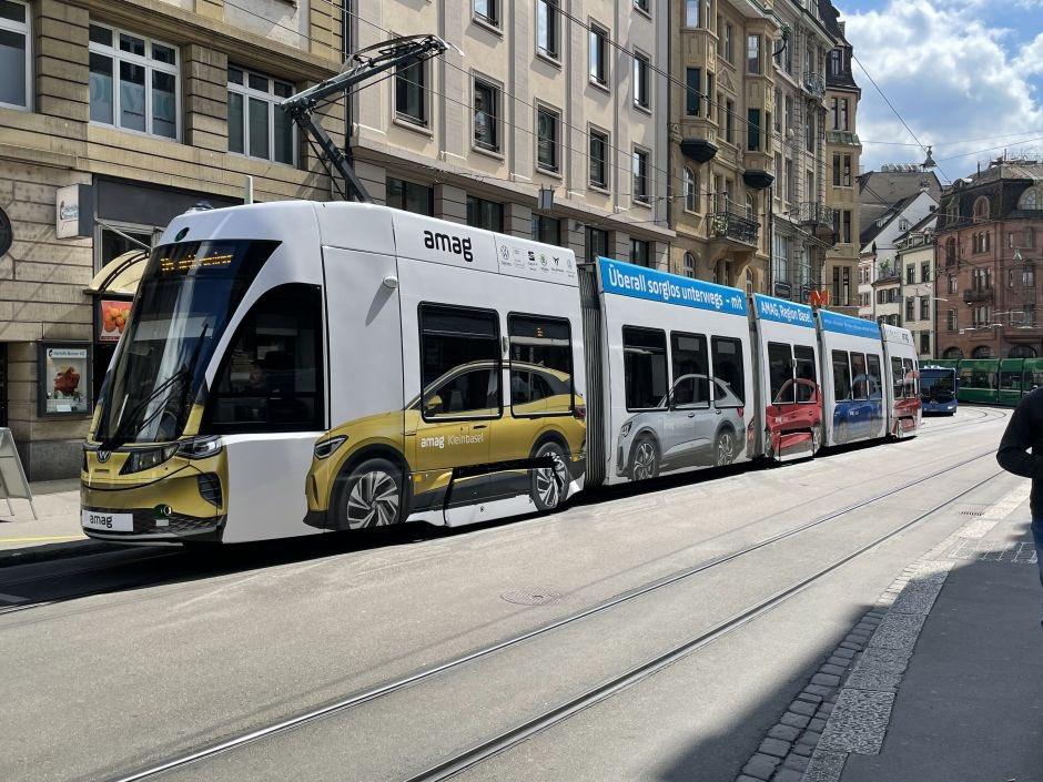 Amag, bilimportör av VW i Schweiz, bjuder på kanske lite ofrivillig pedagogisk reklam om spårvägens yteffektivitet! https://t.co/RhsV1uFpyW