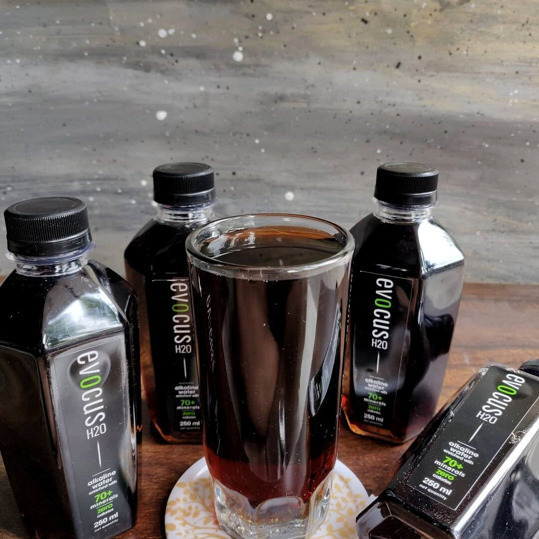 Minerals from the depths of the Earth that replenish and boost your #health. Drink with #Evocus ❤️  #Repost #instagram #bingelife  Buy Now- https://t.co/1iR842JlQU  #DrinkBlack #DrinkEvocus #Blackwater #dehydration #immunitybooster #premiumwater #blackalkalinewater #immunity https://t.co/NgyLzR9ptk