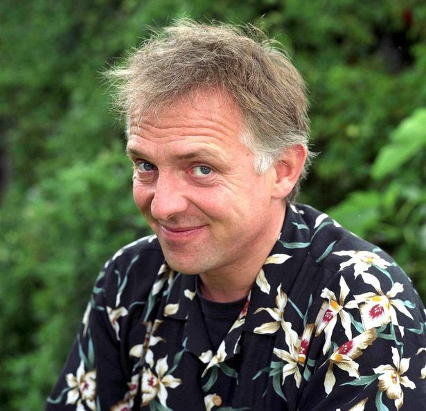 7 Years Gone Today! One Of The Greats!  #RikMayall https://t.co/15nklXYrUF
