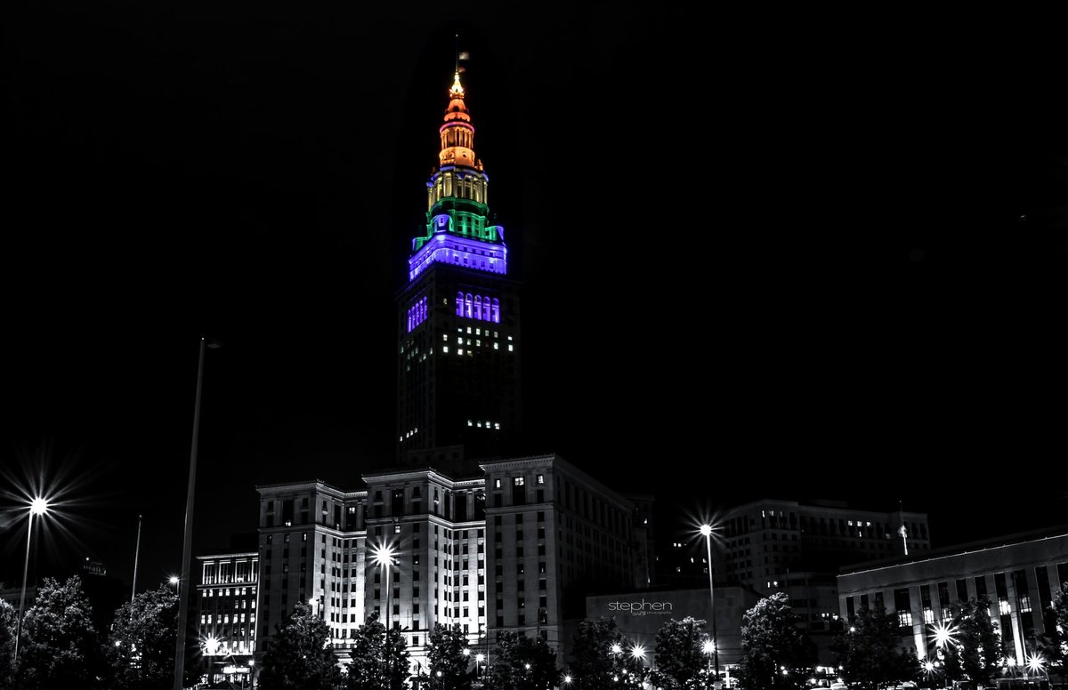 Cleveland Proud  💫   #CLEinPhotos #thisisCLE #Cleveland #Ohio #theLand #inspiredbycleveland #onlyincleveland #onlyinohio #cityscape #cityphotography #urbanscape #color #colorislife #nightphotography #citylights #pride #clevelandpride #PrideMonth #teamCanon #swdfphotography https://t.co/aqWeyI2S34