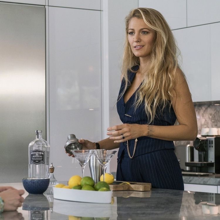RT @HFrunway: blake lively in a simple favor https://t.co/6HB5OS7Xrm
