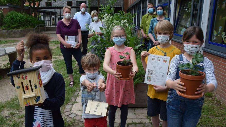 test Twitter Media - Lions Club Eckernförde finances local primary school projects, such as raised beds and insect hotels, that teach students about sustainability and the environment: https://t.co/U0gbbVlMvq #ThankYouLions https://t.co/H6WQnol2uM