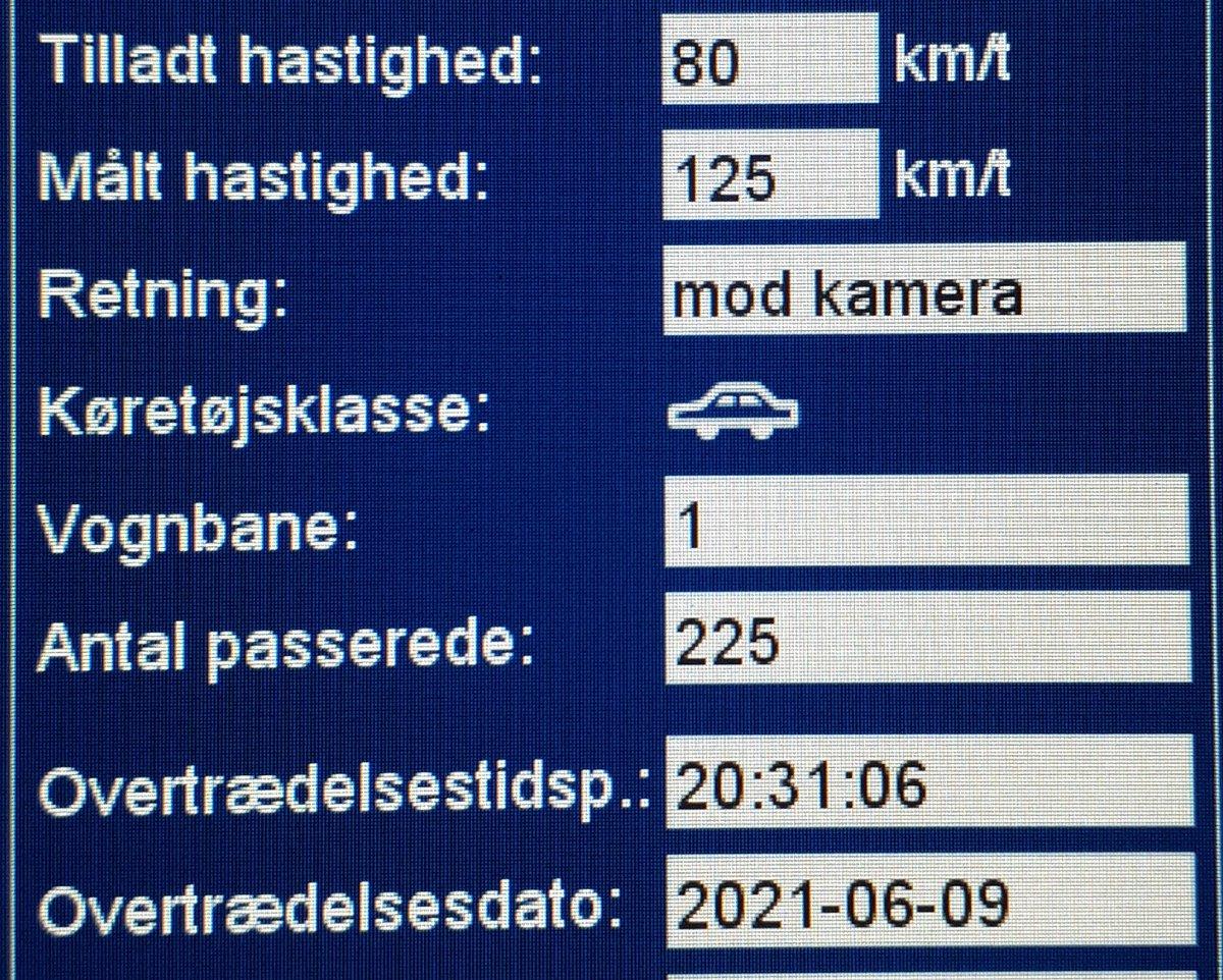 Vi har i aften besøgt vores faste fokusstrækning Stemmildvej i Aabenraa kommune. Desværre måtte vi blitze 12 bilister som havde for travlt. 2 får desuden også et klip i kørekortet for hastigheder op til 125km/t i 80zone. Sænk farten, vi kommer igen #atkdk #politidk https://t.co/774p57pKx4
