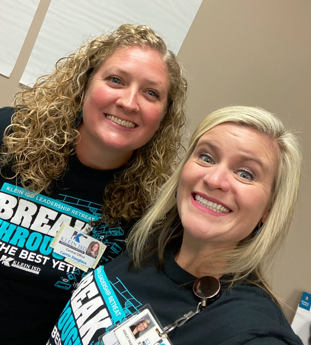 Spent the day hanging with my BFF and talking Personalized Learning with admin and district leaders. Does it get any better than that?? @CarrieD_KISD #loveher #sheknowsherstuff #andputsupwithme #partnerincrime https://t.co/pvdov0YOdc