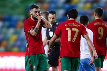 Selebrasi gelandang Portugal Bruno Fernandes usai mencetak gol dalam laga uji coba kontra Israel.