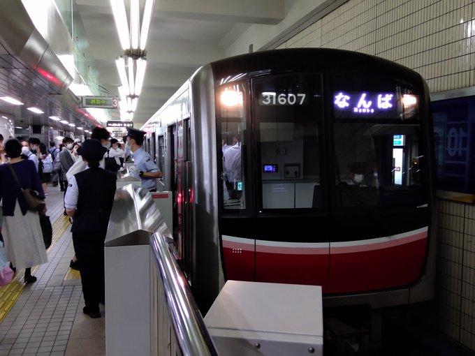 【5時間運転見合わせ】御堂筋線が梅田駅ホームの一部に電車が接触