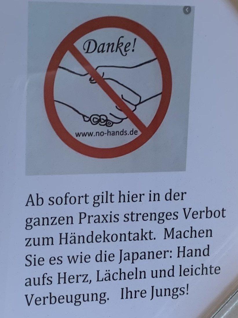 日本人のように?!ドイツの病院にあった握手禁止の張り紙がちょっと可愛い!