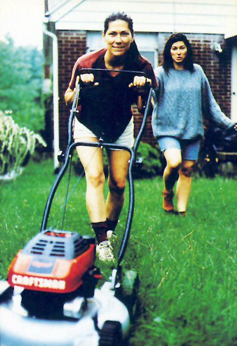 Happy 60th birthday to Kim Deal (Pixies, The Breeders) and her sister Kelley Deal (The Breeders).