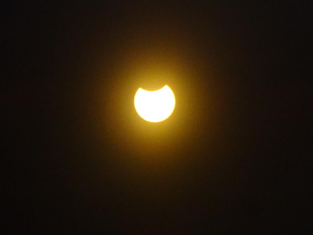 "Ab nach #draußen 🏃♂️🏃♀️ Heute ist partielle #Sonnenfinsternis 😎☀️ #Sonne #NaturePhotography #sun #Eclipse #FLUX #Schülerlabor #Mint <a class=\""link-mention\"" href=\""http://twitter.com/LichtforumNRW\"" target=\""_blank\"">@LichtforumNRW</a> <a href=\""https://t.co/YadPKDBQjB\"" class=\""link-tweet\"" target=\""_blank\"">https://t.co/YadPKDBQjB</a>"