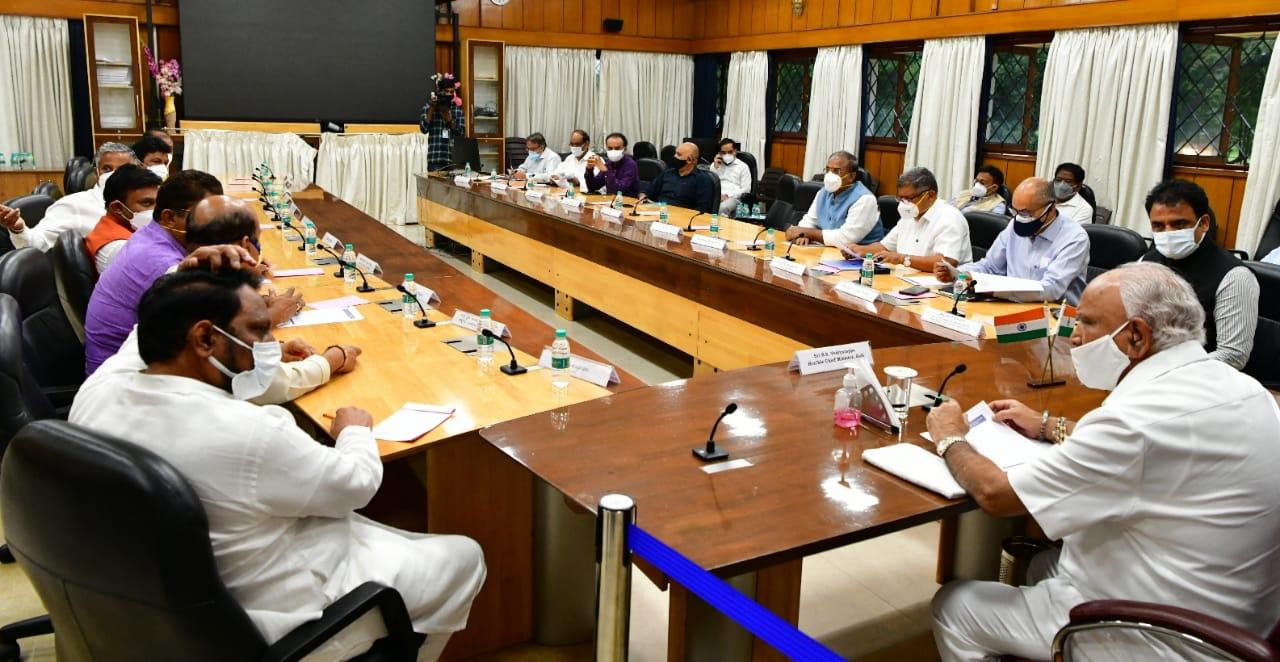 कर्नाटक सरकार ने कोरोना संक्रमण में कमी को देखते हुए राज्य के 19 जिलों में प्रतिबंधों में ढील की घोषणा की
