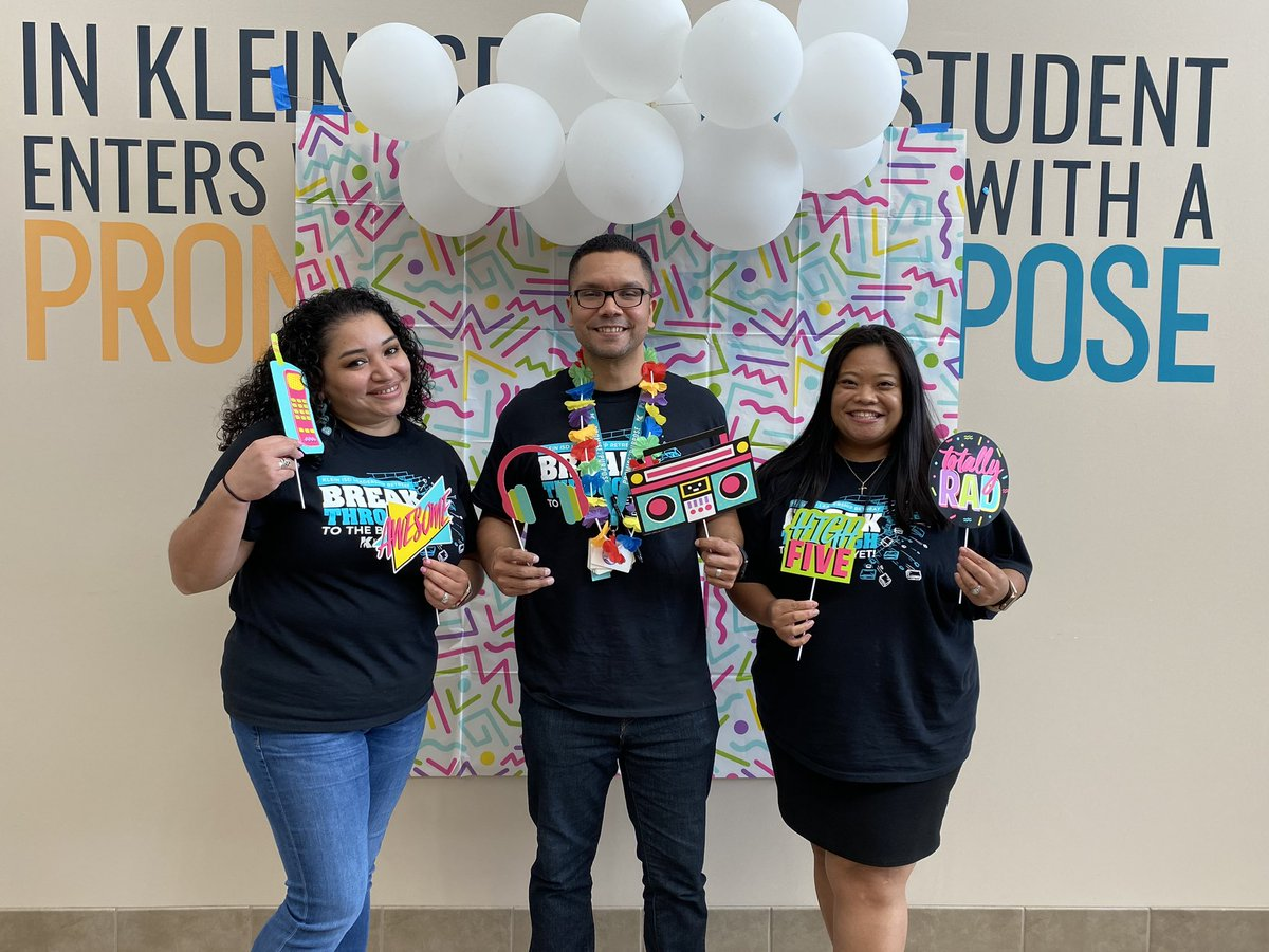 """""""Individuals play the game but teams beat the odds."""" It is a blessing and a joy to serve as a team with @D_Menendez1 & @AMMonge1, entering year 4 as Team EVERYday.  I look forward to walking in that #2ndmile with these spectacular  leaders.  #KleinFamily #EilandFamily https://t.co/3wAATEMrZz"""