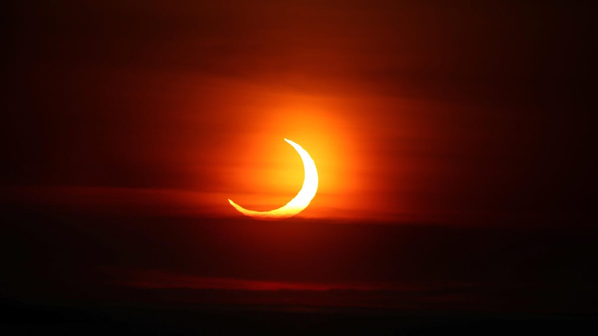 RT @Gizmodo: The 9 Best Photos of This Morning's Sunrise Eclipse