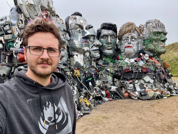 В Великобритании появилась скульптура лидеров G7 из электронных отходов
