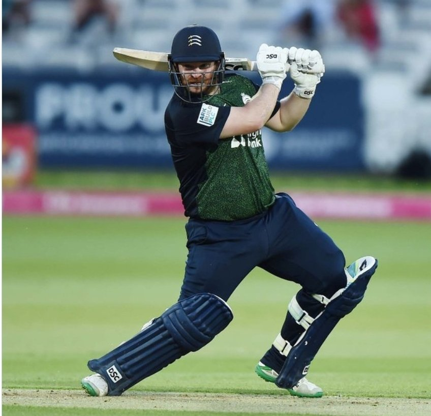 50 off 22 balls for Paul Sterling. Quite spectacular hitting as Middlesex aim to chase down Surrey's daunting total of 223. Game on in the London Derby! #T20Blast https://t.co/sw2xqylq6w