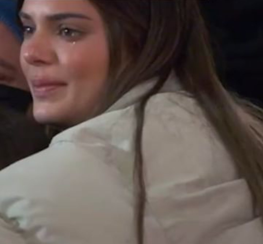 my baby crying while hugging the #KUWTK crew 🥺💔💗 https://t.co/xzqjnV61k0