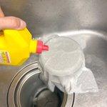 とっても実用的!排水溝にあるザルを掃除するときの役立ちテクニック!
