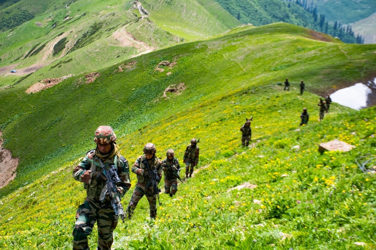 Indian army soldiers in Kashmir