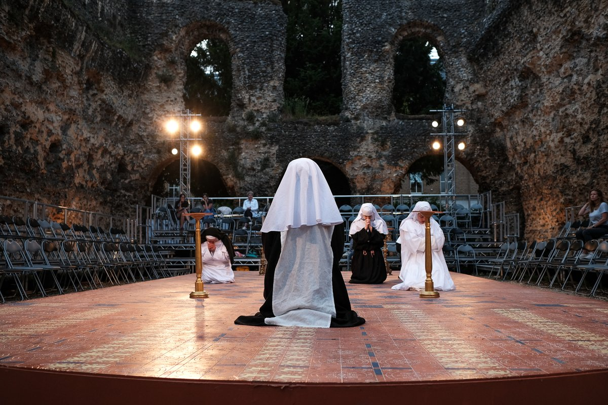 Opening night tonight!! Good luck to Dani, Toby, Emma and the rest of the RABBLE team. We'll be seeing you next Wednesday for the press night. Looking forward to it. #LAofRDG #RdgAbbey #Culture #breakaleg