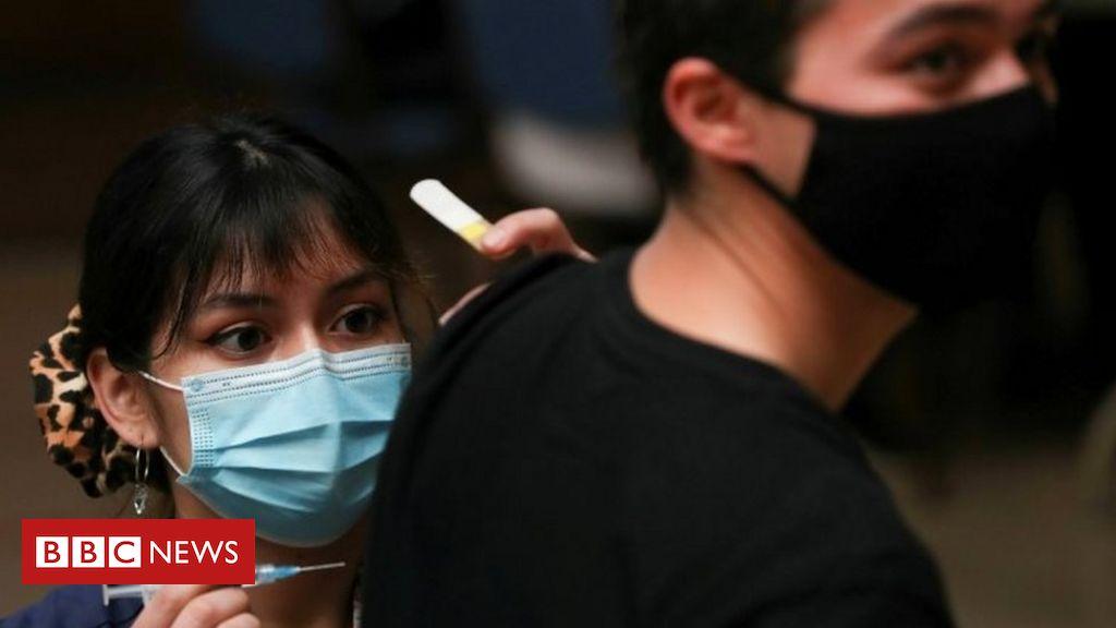 Covid-19 pandemic: Chile capital locks down despite mass vaccination Photo