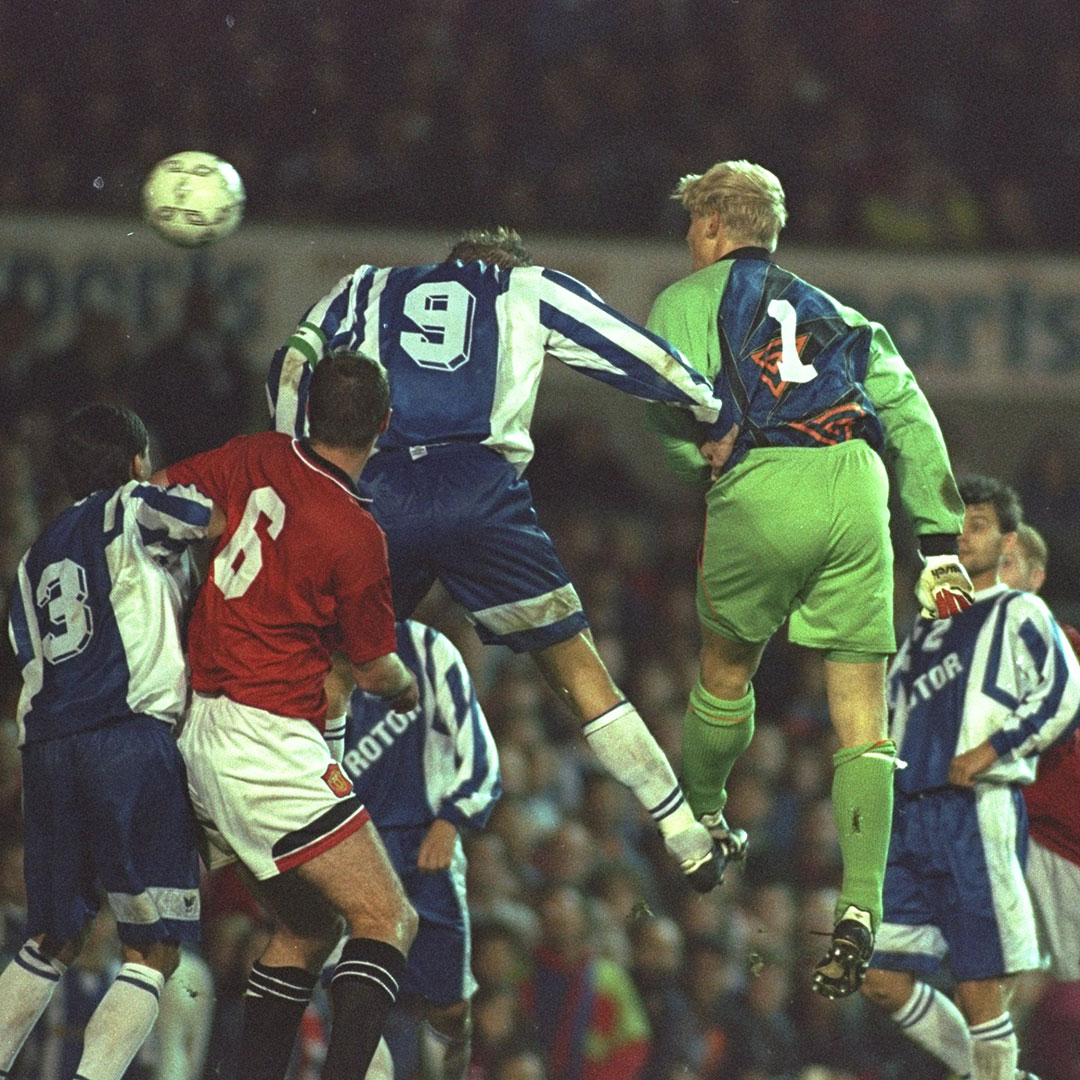 #EURO2020 x #GoalOfTheDay: 🇩🇰  This header from @PSchmeichel1 in Europe back in 1995... ⏪  #MUFC https://t.co/tohS7Diwbq