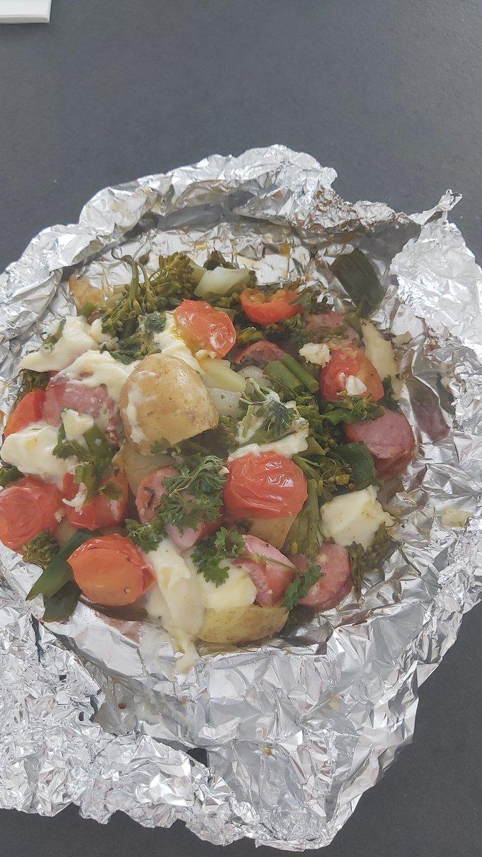 Välipäivällinen. Kohta marinoituneet ribsit uunin kautta grilliin. #ruokatwiitti https://t.co/iCuBMIXuHM
