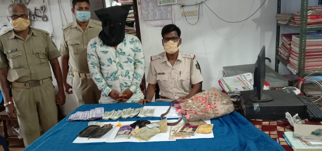 𝐀𝐧𝐭𝐢 𝐂𝐫𝐢𝐦𝐞 Drive-  Case of Vanity Bag snatching by 2 miscreants on a scooty from a lady in Feb 2021-𝑫𝒆𝒕𝒆𝒄𝒕𝒆𝒅.  🥇Main Accused nabbed. 2nd miscreant was already sent to jail few days back in ongoing anti-crime drive.  🥈Scooty seized, all robbed articles recovered https://t.co/H9fXqTIqiX