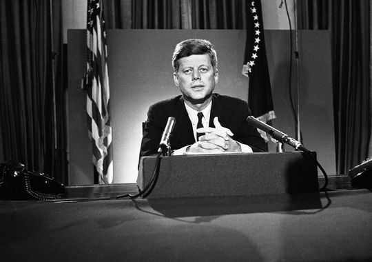 """#OTD 1963, after AL Gov. George Wallace tried to block Black students from @UofAlabama, #JFK told Americans the grandchildren of those enslaved """"are still not fully free."""" @JFKLibrary #Courage #CivilRights #FridayThoughts #FridayMorning #FlashbackFriday https://t.co/MeWqDOisH3 https://t.co/HG4YsFnhCr"""