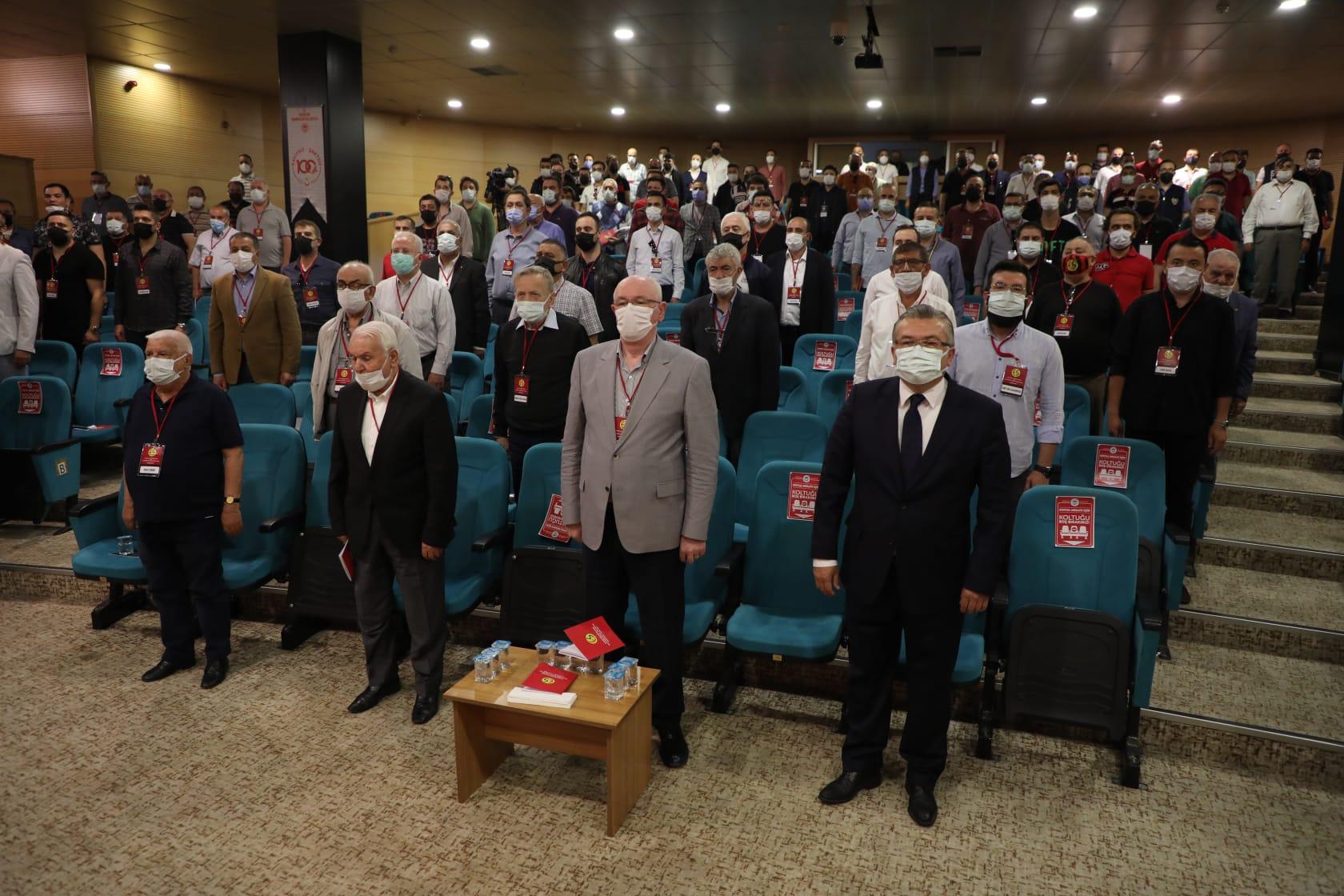 Koca Çınar başkansız kaldı