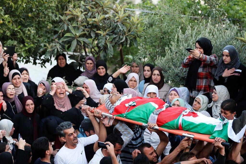 #صور| تشييع جثمان الشــ ـهيد محمد حمايل (15 عامًا) والذي ارتقى برصاص الاحـ ـتلال اليوم، خلال مواجهات في بلدة بيتا جنوب نابلس. https://t.co/OvEzCK8BPB