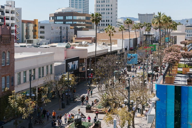 Looking to journey down a new career path? Santa Monica businesses who love to #HireLocal are here to help you navigate! For opportunities and job resources, click here! 👉https://t.co/ezRFANHdqL https://t.co/z4rh148B2e