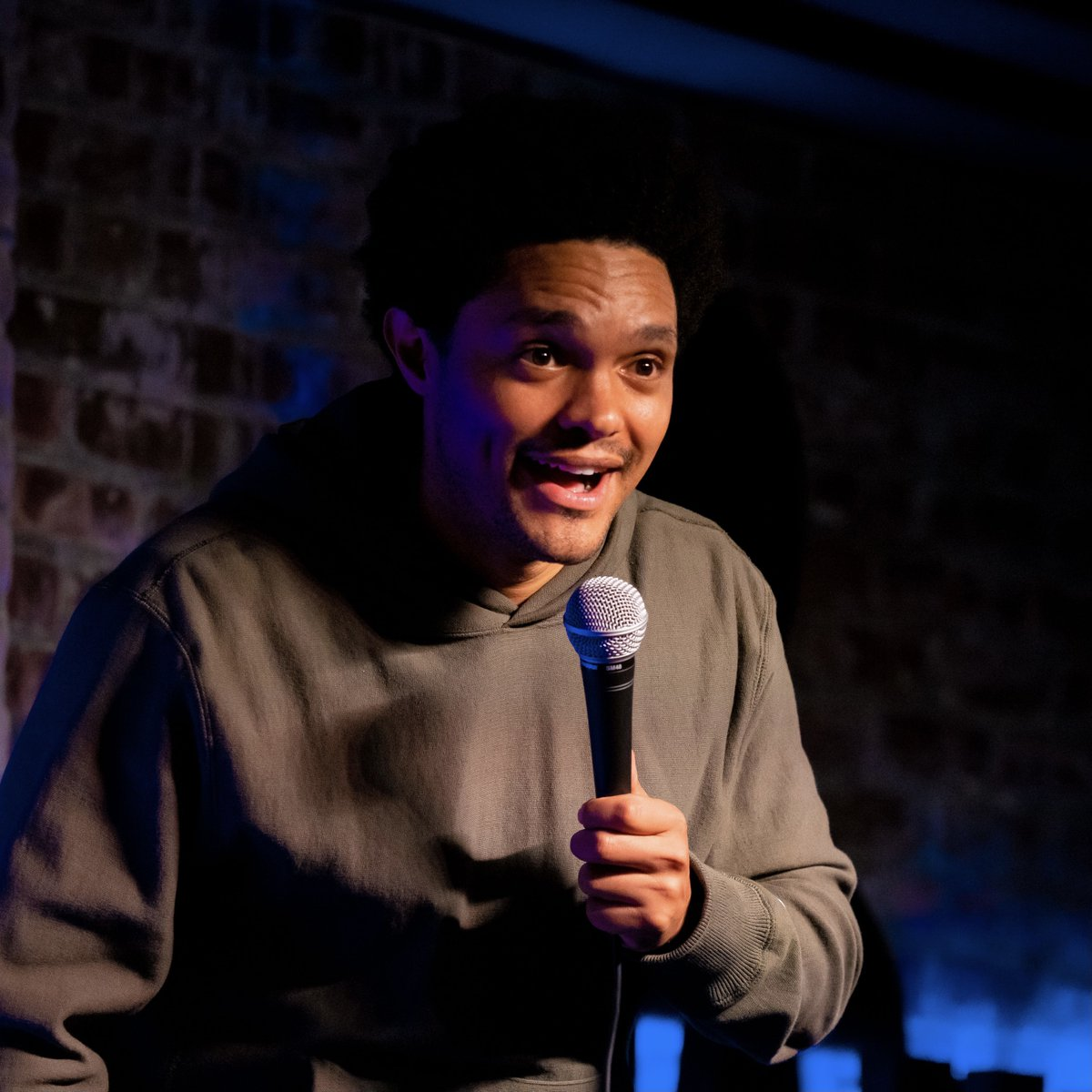 This is me loving being back on stage. This is also me dropping a hint to a much bigger announcement about me being back on stage. More info soon.😎 📷: @mikebryknyc 🎤: @thestandnyc https://t.co/YWASDf2HLd