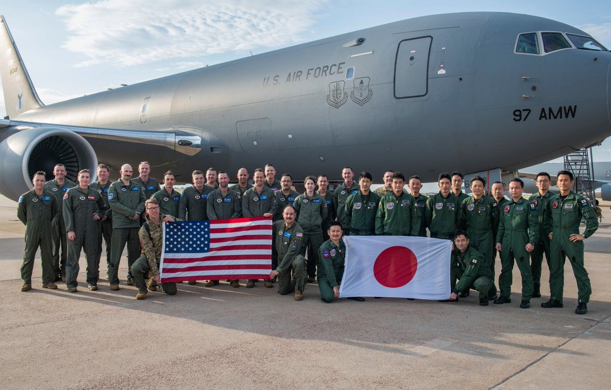 """Strengthening the alliance! Japan Air Self-Defense Forces are currently training on the KC-46 in """"Mobility's Hometown,"""" Altus AFB, Okla. @AirMobilityCmd   @JASDF_PAO_ENG #TogetherWeDeliver  Read more: https://t.co/0jskD6HoJq https://t.co/NIPdN8UZ1m"""