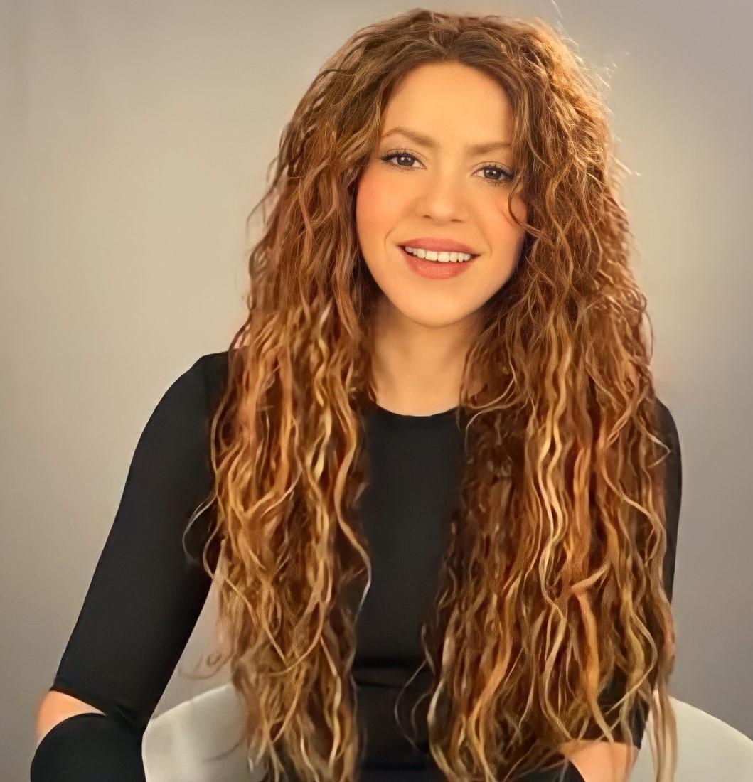 """Uživatel Portal Shakira na Twitteru: """"Como el vino que mejora con los años  💎 Shakira, 2021… """""""