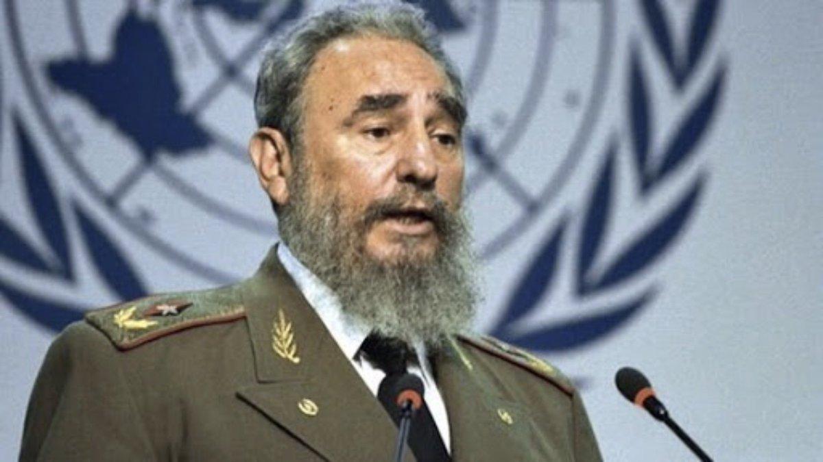 "#FidelPorSiempre: ""¡El honor no se negocia, la patria no se negocia, la dignidad no se negocia, la independencia, la soberanía, la historia, la gloria no se negocia!"" #SomosCuba #SomosContinuidad https://t.co/Ka7DHG7lDo"