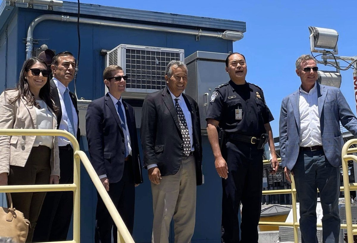 Our visit to Tijuana and Otay Mesa last week served as another reminder of the good work we can do together. Thanks to @RepJuanVargas & @repdarrellissa for leading this visit and to @SANDAG and @SDCaltrans staff for your hard work on the new Otay Mesa East Port of Entry project. https://t.co/7MDkWlLasi