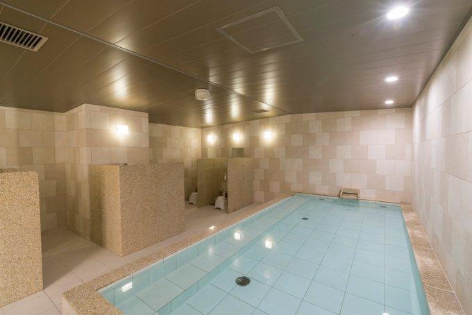 test ツイッターメディア - \ファーストキャビン愛宕山の #大浴場/ 沢山かいた汗を疲れとともにさっぱりと流してリフレッシュしませんか☺️?  大浴場プラン ¥1,000~  さっぱりした後は #ラウンジ でゆっくり。  UberEatsで #デリバリー も🥡 そのまま休みたくなったら、キャビンに直行✨ #東京 #新橋 https://t.co/wfsJJl7H5c