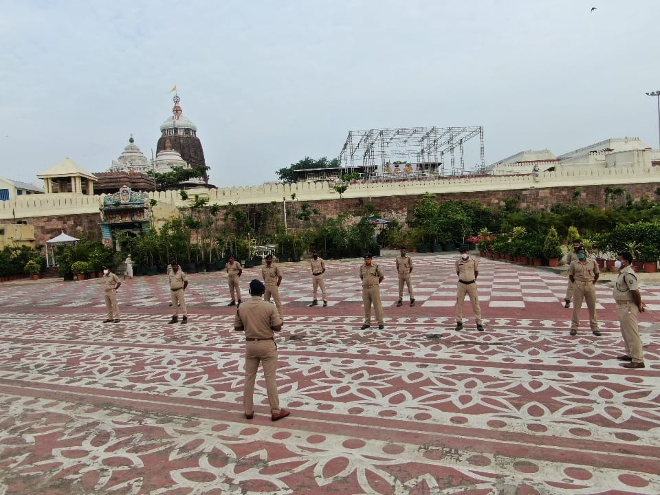 Morning briefing of force ongoing at @JagannathaDhaam. Preparations for 𝑫𝒆𝒗𝒂𝒔𝒏𝒂𝒏𝒂 𝑷𝒖𝒓𝒏𝒊𝒎𝒂 have started.  🙏 Jai Jagannath 🙏 https://t.co/kMSgy0Ochj