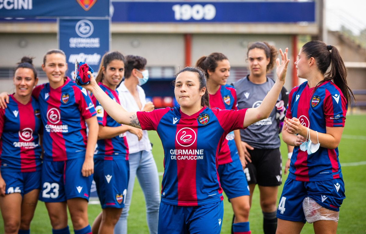 El futbol femenino ya es profesional