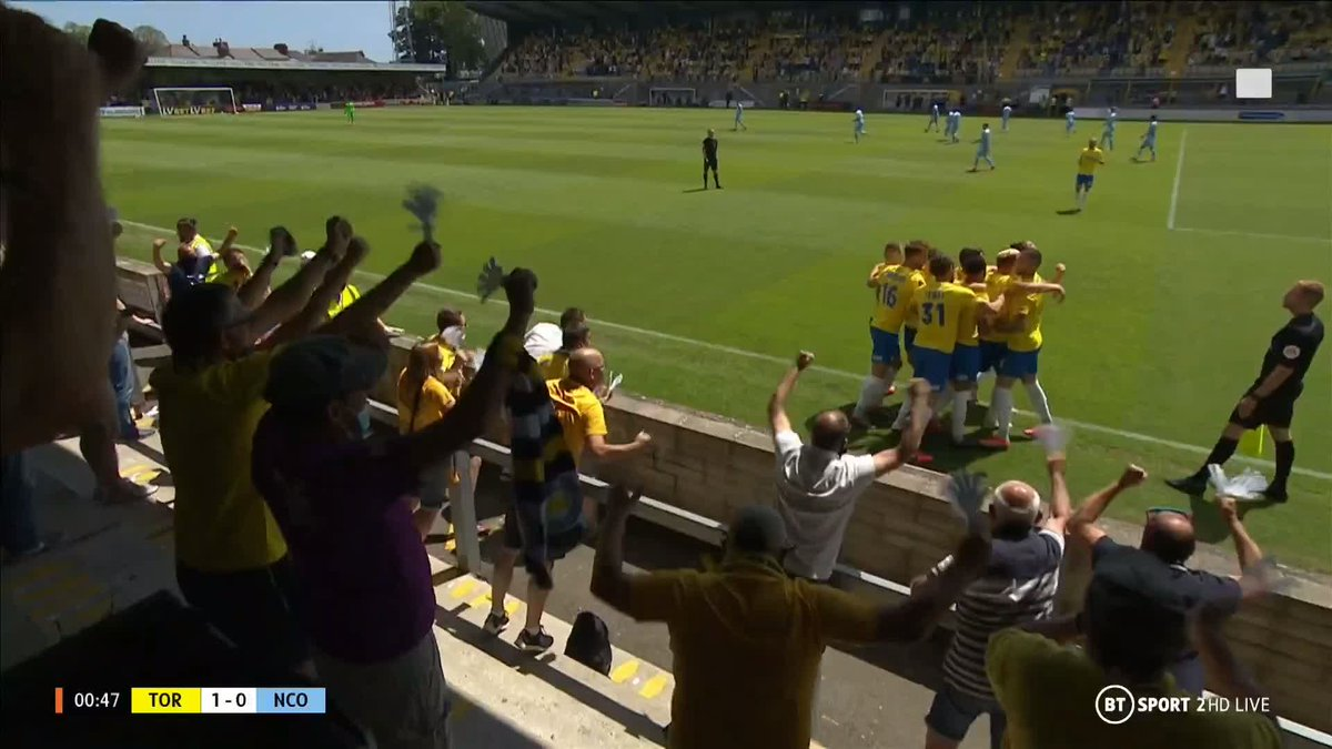 WHAT. A. START! ⚡️  Torquay take the lead inside the first minute of the @TheVanaramaNL play-off semi-finals! 🟡 https://t.co/iVcPf6WDKM