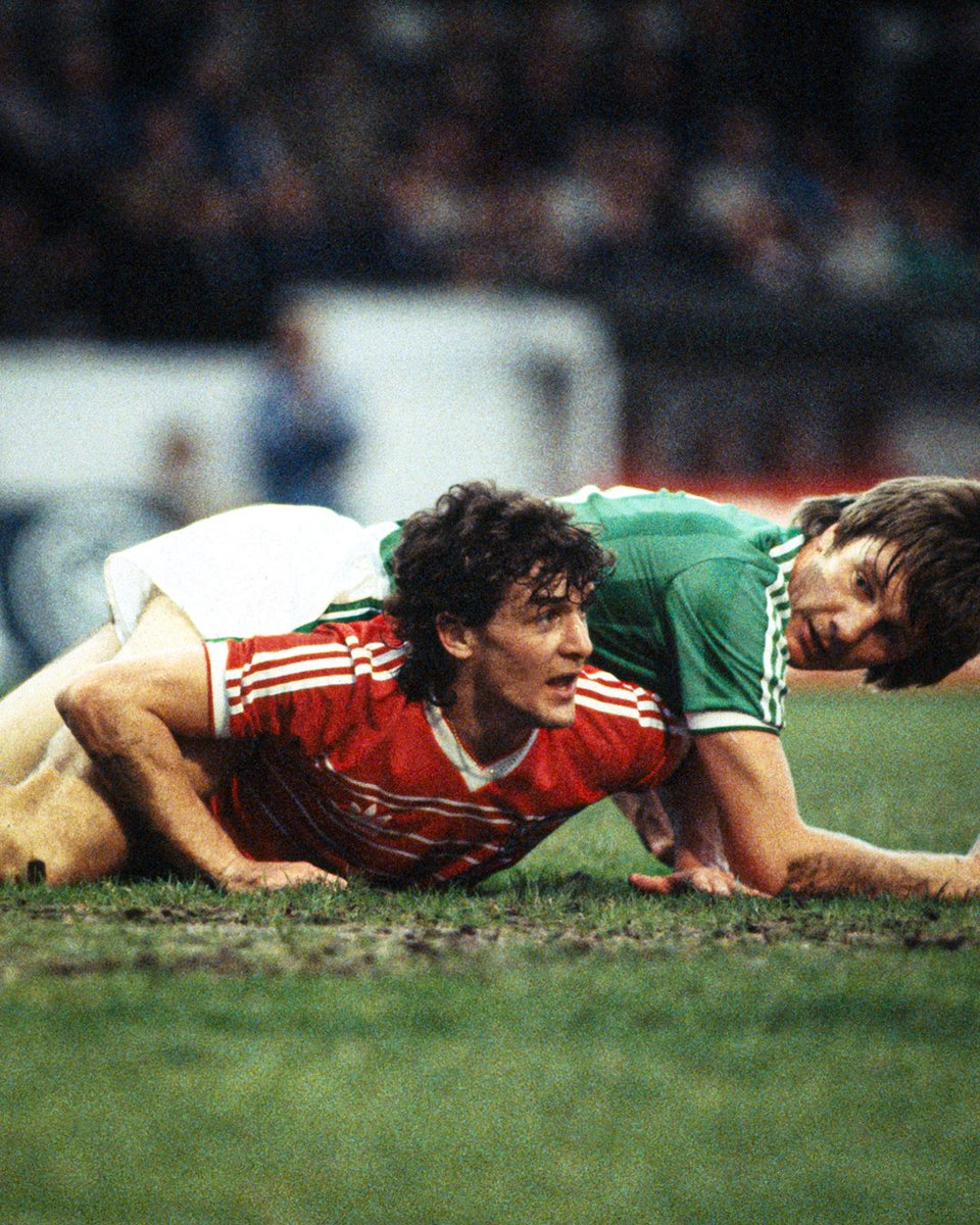 Ex-United striker Mark Hughes on Wales duty back in 1984 🏴  #MUFC #PhotoOfTheDay https://t.co/hCg6gNjG5C